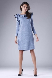 Niebieska trapezowa sukienka dzianinowa z falbankami