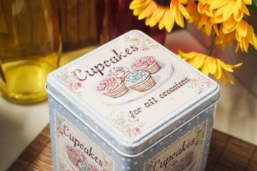 Puszka dekoracyjna cupcakes kwadratowa h- 15 cm