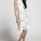 Biała kwiatowa trapezowa letnia sukienka wiązana na karku
