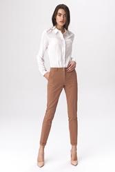 Karmelowe stylowe spodnie w kant zapinane na napy
