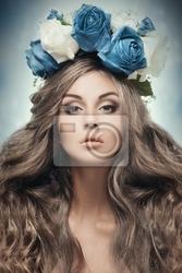 Obraz piękne kobiety z kwiatów wianek.