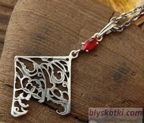 Urdaneta - srebrny wisior z rubinem