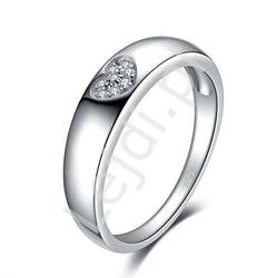 Srebrny pierścionek z cyrkoniowym serduszkiem