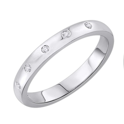 Staviori obrączka. 5 diamentów, szlif brylantowy, masa 0,05 ct., barwa h, czystość si2. białe złoto 0,585. szerokość 2,5 mm. grubość 1,2 mm.  dostępne inne kolory złota.