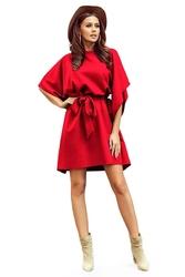 Czerwona sukienka w kształcie motyla z paskiem