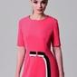 Elegancka prosta sukienka tira w kolorze malinowym