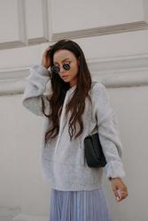 Swetrowa bluza kangurka z kapturem - jasnoszara