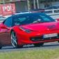 Jazda ferrari f458 italia - kierowca - tor steel ring cieszyn - 1 okrążenie