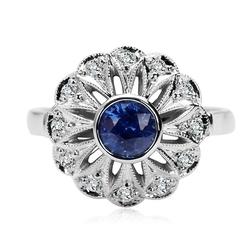 Staviori pierścionek. 1 szafir, szlif brylantowy, masa 0,80 ct.. 12 diamentów, szlif brylantowy, masa 0,18 ct., barwa g-h, czystość si1-si2. białe złoto 0,585. średnica korony ok. 15 mm. wysokość 3 mm.