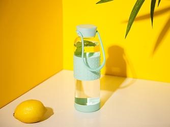 Bidon  butelka na wodę szklana w silikonowej osłonie altom design 550 ml miętowa