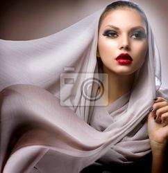 Obraz piękna młoda kobieta w szalik szyfon