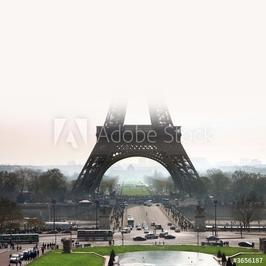 Plakat na papierze fotorealistycznym wieża eiffla