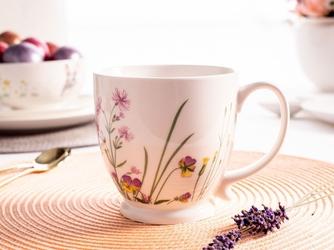 Duża filiżanka do kawy i herbaty porcelanowa na stópce altom design hello spring 400 ml