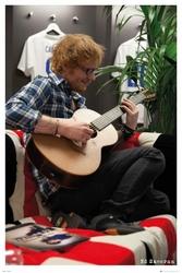 Ed Sheeran z gitarą Wembley - plakat z piosenkarzem