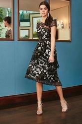 Czarna sukienka z haftami i cekinami na wesele goddiva 1498