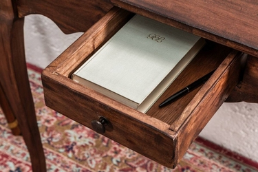 Drewniane biurko hemingway, naturalny mahoń 80 cm