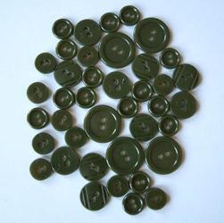 Kolorowe guziki 3 wielkości40 szt. oliwkowy ciemn - OLICIEM