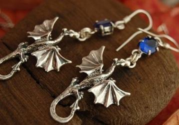 DRAGON - srebrne kolczyki smok z szafirem