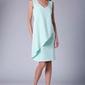 Miętowa dopasowana sukienka bez rękawów z asymetryczną falbaną