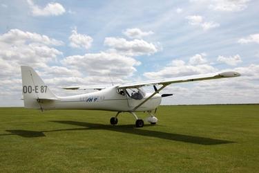 Fototapeta bialy samolot na trawie fp 2358