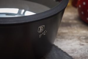 Berlinger haus garnek z pokrywą 6,1 l black rose
