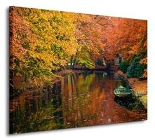 Jesiennie, jeziorko w lesie - obraz na płótnie