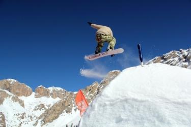 Fototapeta skok na decsce snowbordowej fp 1218