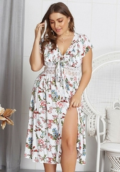 Kwiecista letnia  sukienka z rozcięciem plus size