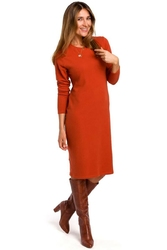 Dzianinowa ruda prosta sukienka przed kolano