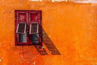 Włochy, predazzo okiennice - plakat premium wymiar do wyboru: 100x70 cm
