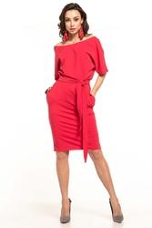 Czerwona dzianinowa sukienka z kimonowym krótkim rękawem