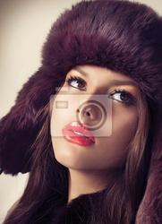 Obraz girl fashion beauty model w kapelusz futra
