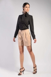 Beżowe krótkie materiałowe spodnie szorty