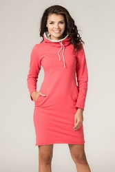 Dresowa dwukolorowa sukienka z golfem kaja koralowa