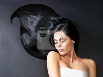 Fototapeta piękna kobieta z długimi prostymi włosami