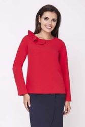 Czerwona elegancka bluzka wizytowa z falbanką przy dekolcie