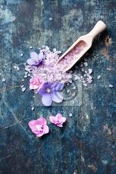 Fototapeta soli morskiej na kopyść z kwiatami
