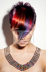 Obraz portret pięknej dziewczyny z włosów farbowanych