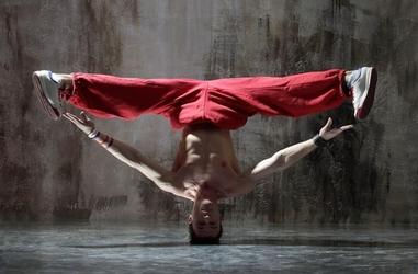 Czerwony tancerz - fototapeta