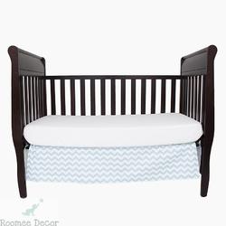Falbana dekoracyjna do łóżeczka - zygzaki - niebiesko-białe