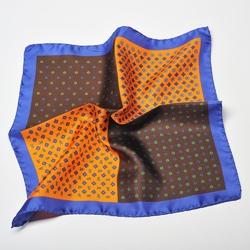 Pomarańczowo brązowa poszetka w kwiatki z niebieską obwódką