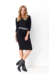 Czarna dresowa sukienka ze ściągaczem w pasie