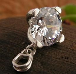Milla - srebrny wisiorek z białym kryształem swarovskiego