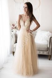 Złota suknia wieczorowa zdobiona brokatem i perełkami 2185