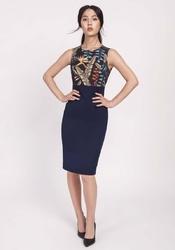 Klasyczna granatowa ołówkowa sukienka z łączonych materiałów