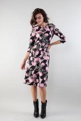 Prosta sukienka z falbanką u dołu - kwiaty