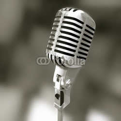 Board z aluminiowym obramowaniem stary mikrofon