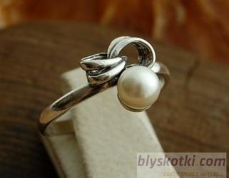 Silves - srebrny pierścionek z perłami