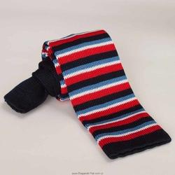 Krawat z dzianiny  typu knit w czerwone, granatowe i błękitne paski