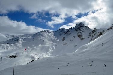 Fototapeta na ścianę stok narciarski pełen ludzi fp 1498